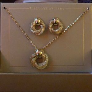 Beautiful necklace & earrings set